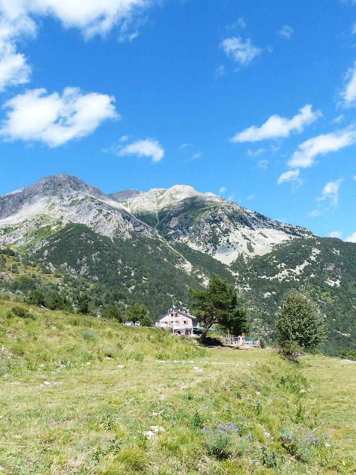 Nocleg w górach – koszty i warunki