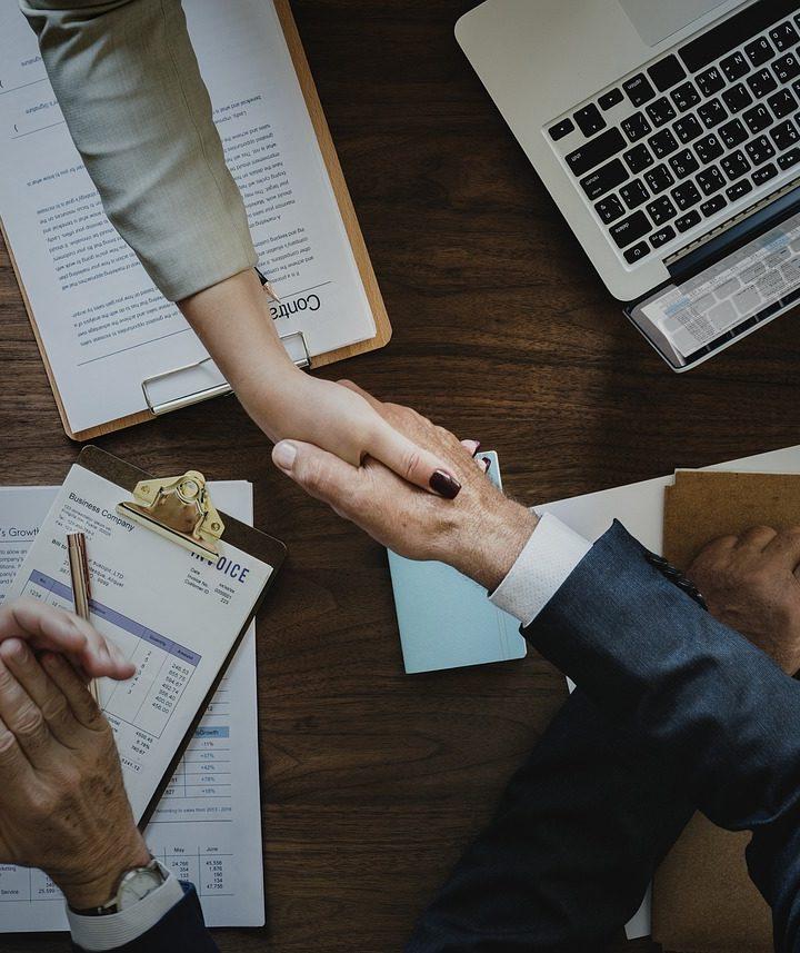 Jak osiągać sukcesy w zawodzie doradcy finansowego i czym wyróżnia się ta praca?