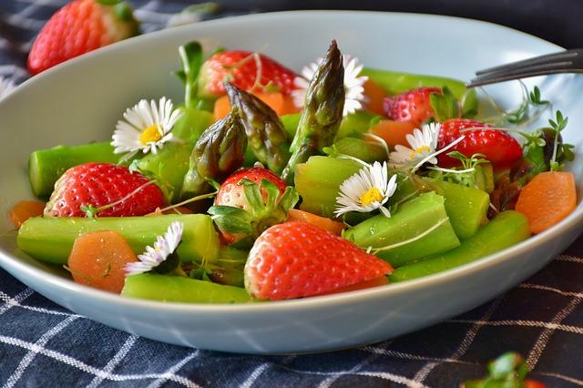 Zalety zdrowego odżywiania – warto skorzystać z dietetycznego cateringu