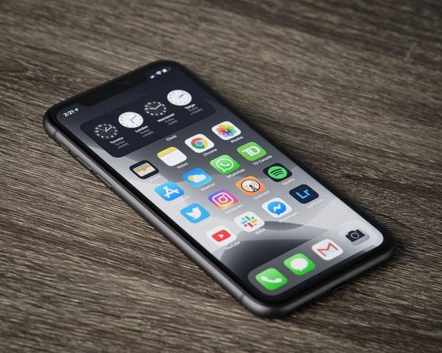 Jak wybrać dobry serwis iPhone w Warszawie?