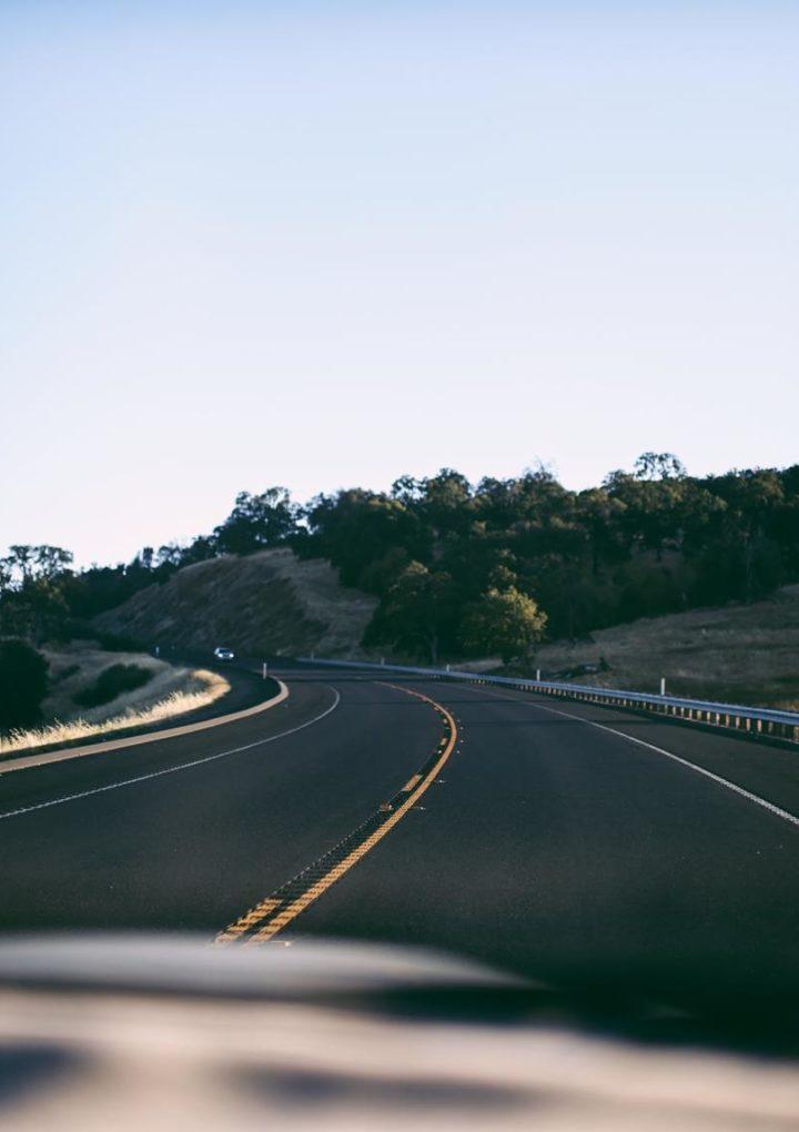 W razie kłopotu z pojazdem wezwij pomoc drogową