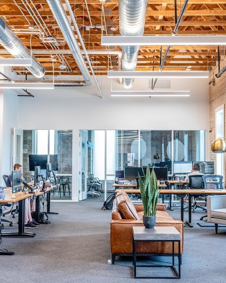 W pomieszczeniach biurowych gromadzi się wiele zanieczyszczeń