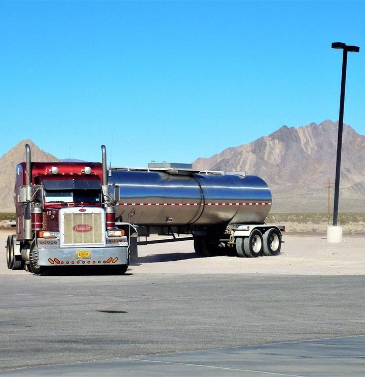 Czy Grupa DBK prowadzi giełdę aut ciężarowych?