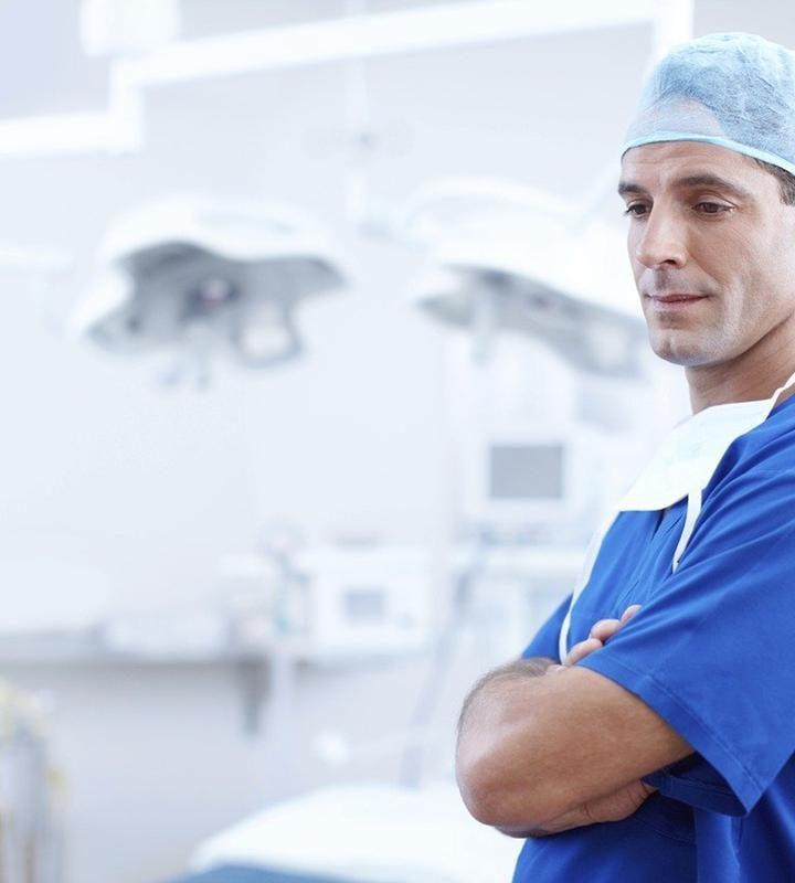 Cały proces założenia implantu zajmuje zazwyczaj kilka miesięcy